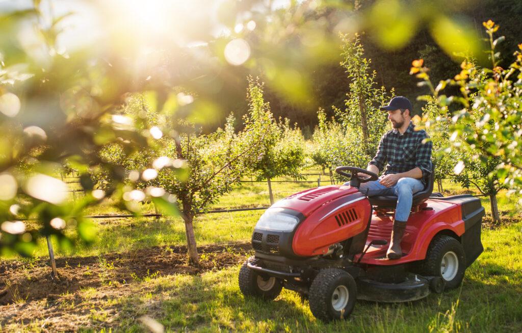 Traktor Mini Roda 4 yang cocok untuk aktifitas yang tidak terlalu berat